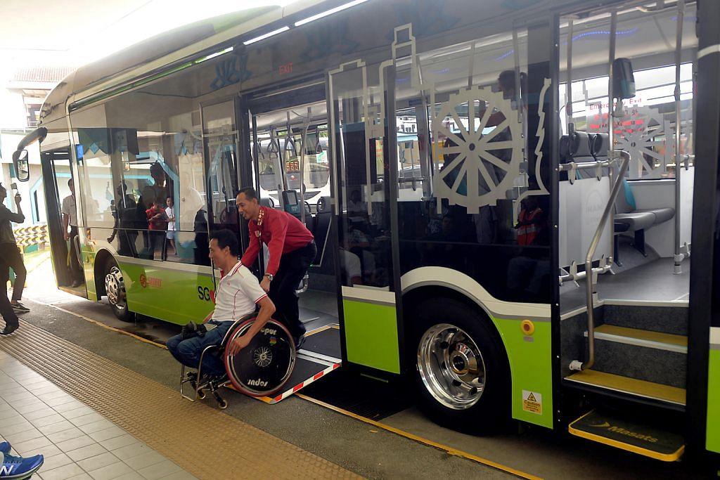 SMRT uji kaji guna bas setingkat tiga pintu