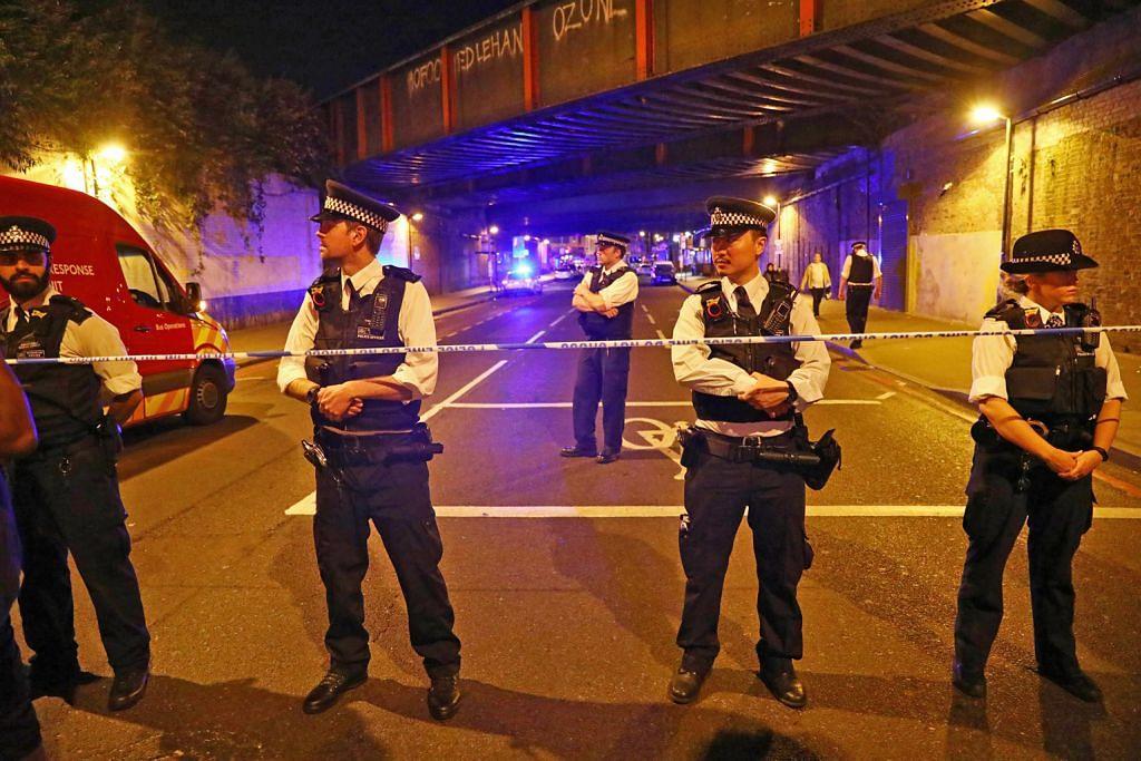 Dua jemaah tarawih maut dirempuh van di London
