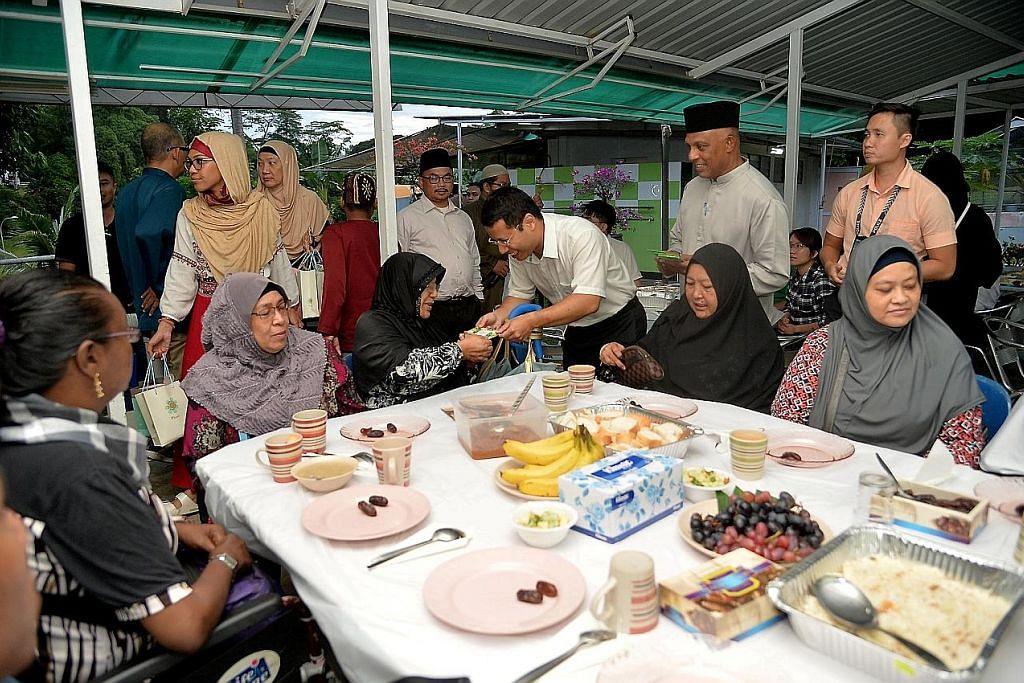Desmond, pemimpin akar umbi iftar di Masjid Omar Salmah
