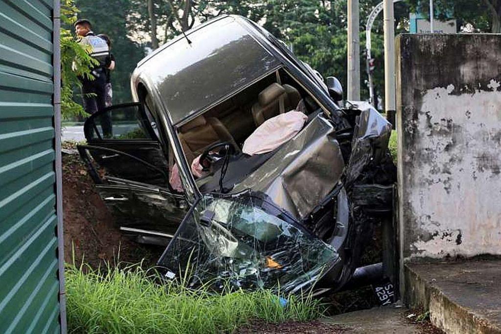 Tiga sekeluarga cedera dalam nahas kereta dengan lori