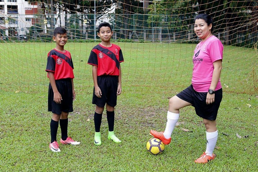 Bola sepak pererat hubungan keluarga jurulatih sukarela