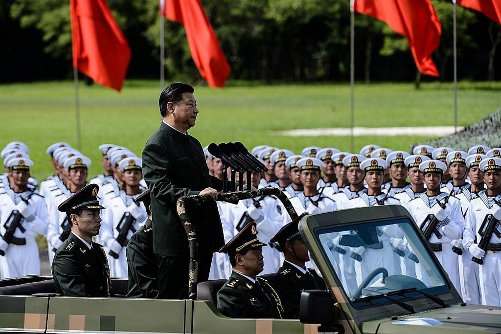 Presiden Xi Jinping periksa perbarisan tentera di HK