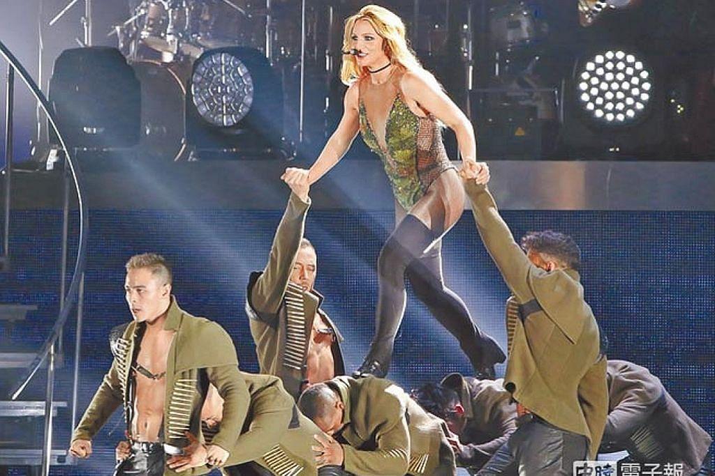 Lebih 7,800 peminat nikmati konsert penuh Britney Spears di S'pura