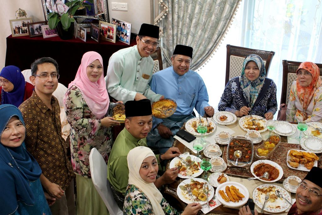 Rombongan Brunei berkunjung Raya ke rumah terbuka Masagos, Maliki