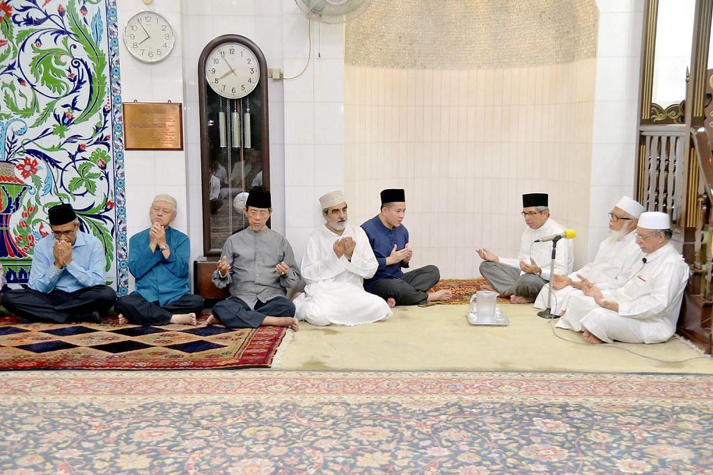 Majlis tahlil untuk Othman Wok di Masjid Ba'alwie
