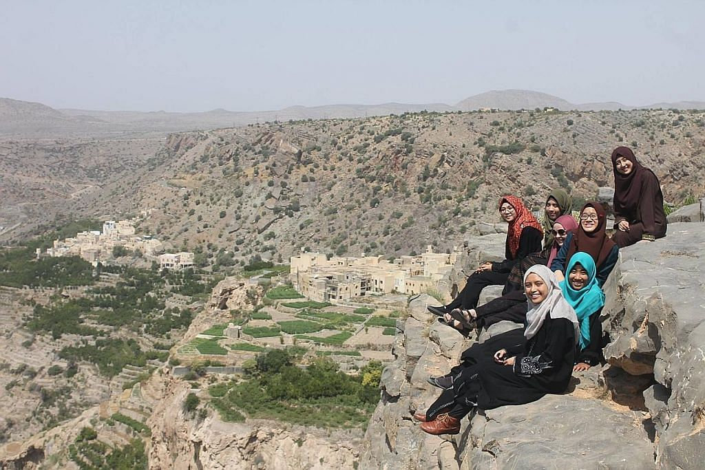 Selami bahasa, budaya di Oman