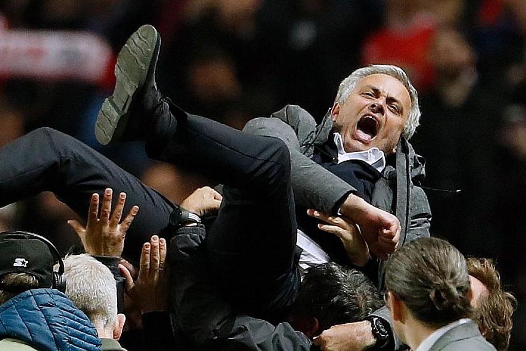 DILAMBUNG GEMBIRA: Selepas memenangi Liga Europa musim lalu, pengurus Manchester United, Jose Mourinho, pasti mahu memberi saingan lebih hebat dalam liga musim ini. - Foto AFP