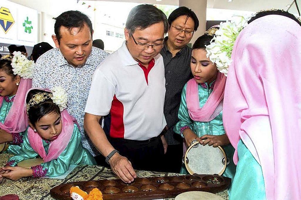 Tirai Bulan Bahasa peringkat akar umbi dilabuh