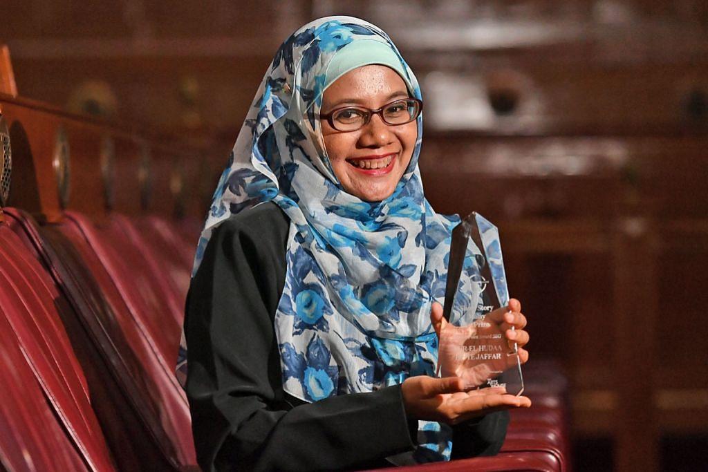 ANUGERAH PENA EMAS Penulis rangkul dua tempat pertama kategori bahasa Melayu