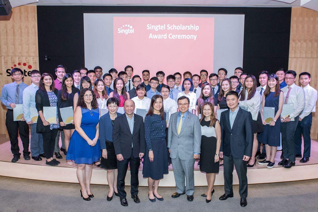 Singtel sumbang $2.7j kepada 72 pelajar poly, varsiti