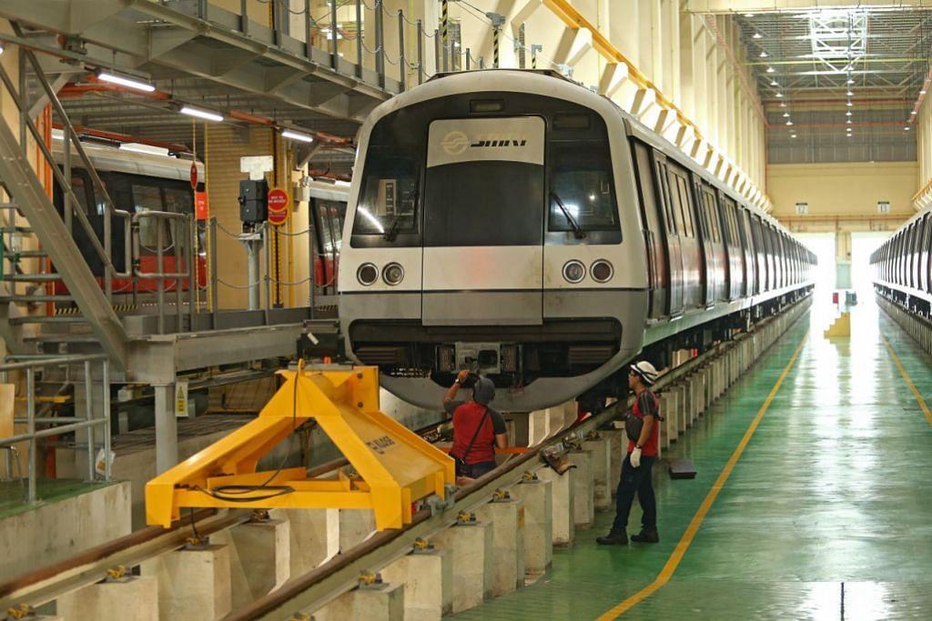 SISTEM ISYARAT BARU: Kereta api di Laluan Utara-Selatan dan Timur-Barat (NSEWL) beroperasi sepenuhnya menggunakan sistem isyarat yang dipertingkat dalam satu percubaan besar-besaran melibatkan lebih 100 pemandu kereta api dari 1 hingga 6 pagi tadi.