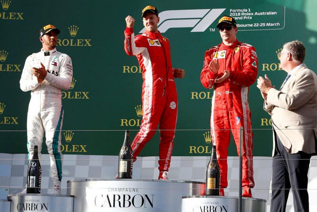 Sebastian Vettel menyambut kemenangannya bersama Lewis Hamilton (kiri) dan Kimi Raikkonen.