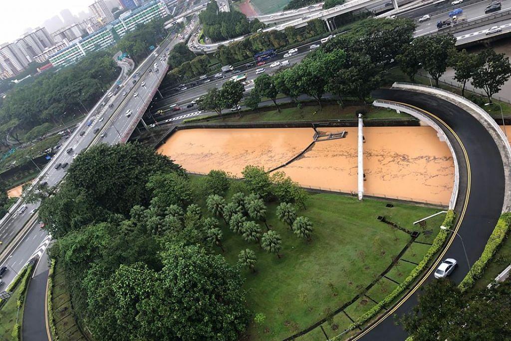 DIPENUHI AIR: Longkang besar di Boon Keng ini dipenuhi air yang berlumpur selepas hujan lebat petang tadi.