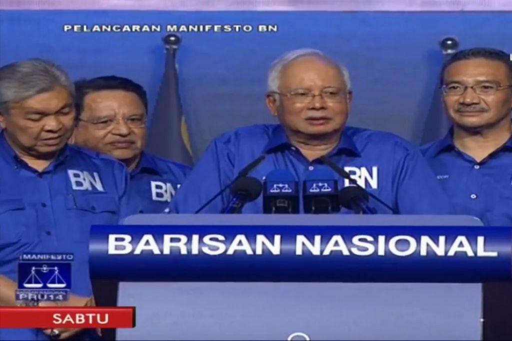 LANCAR MANIFESTO: Datuk Seri Najib mendedahkan manifesto BN di hadapan ribuan penyokong di stadium Axiata Arena, Bukit Jalil.