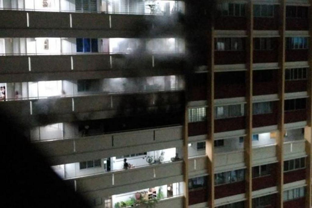 KEBAKARAN DI YISHUN: Seramai sembilan penduduk terpaksa dipindahkan ekoran kebakaran di sebuah flat di Yishun pagi tadi.