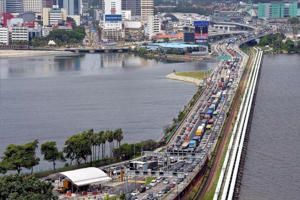 Foto fail ini menunjukkan kesesakan lalu lintas di Koswe Johor-Singapura.