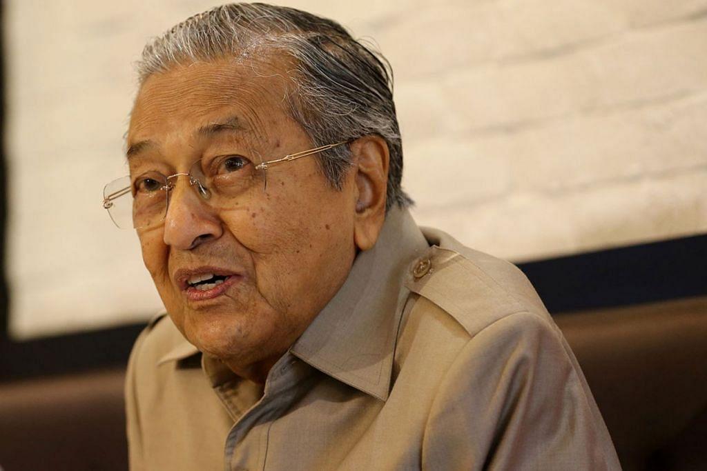 """""""Kita harus berhati-hati, Agong tidak seharusnya terlibat dalam perkara yang tidak disukai orang. Rakyat tidak mempunyai kuasa, jadi apabila mereka marah, mereka akan memberontak."""" - Perdana Menteri Malaysia, Tun Dr Mahathir Mohamad."""
