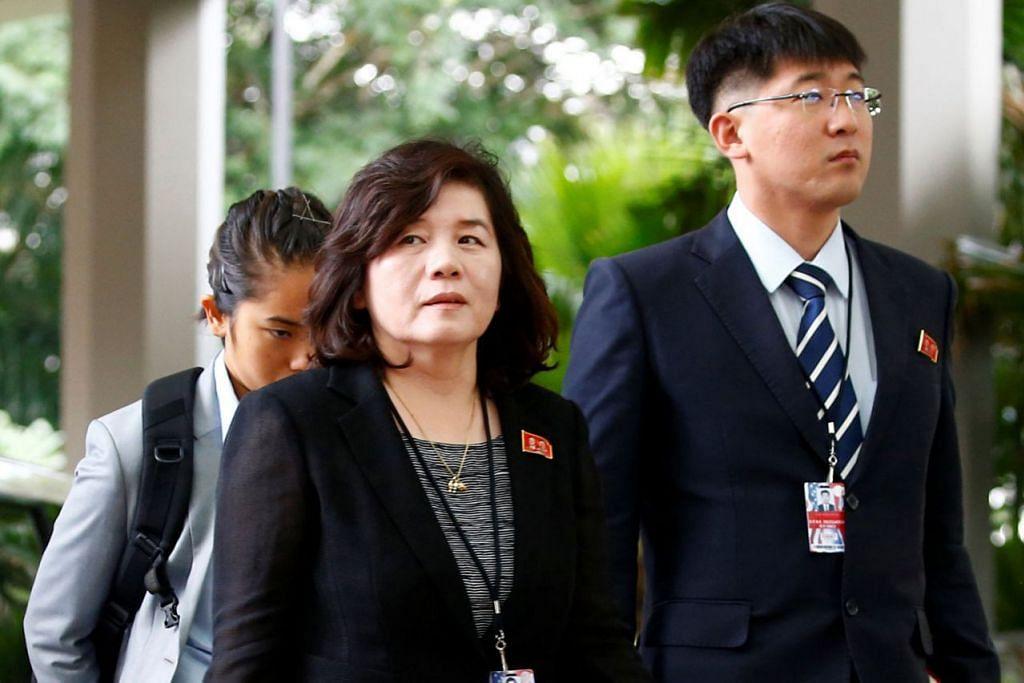 PERBINCANGAN SUKAR: Timbalan Menteri Luar Korea Utara, Cik Choe Son Hui (tengah) mengetuai perbincangan bagi pihak Korea Utara. - Foto REUTERS.