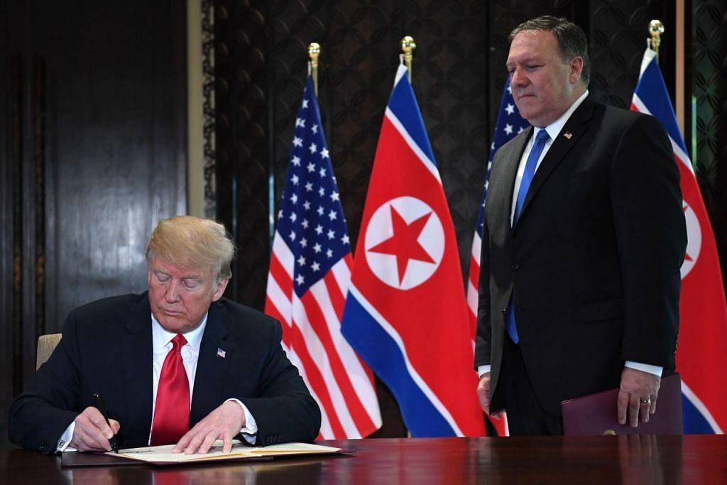 BERI AMARAN: Setiausaha Negara Amerika Syarikat, Encik Mike Pompeo (kanan), berkata sekatan ke atas Pyongyang tidak akan dilonggarkan sehingga senjata nuklear dihapuskan. - Foto AFP