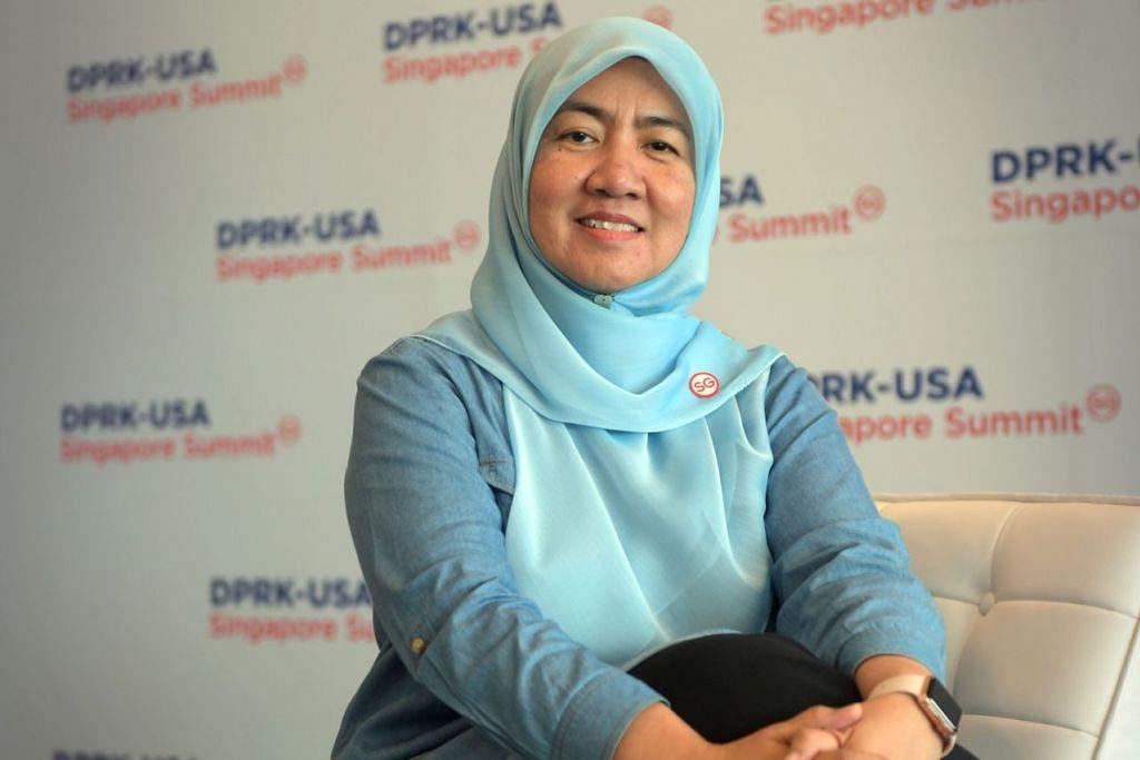 SATU PENGHORMATAN: Cik Mazlena Ahmad Mazlan orang kuat bagi Hab Penyiaran di pusat media antarabangsa dan juga bagi sudut rakaman lintas langsung untuk wartawan penyiaran. - Foto BH oleh ALPHONSUS CHERN