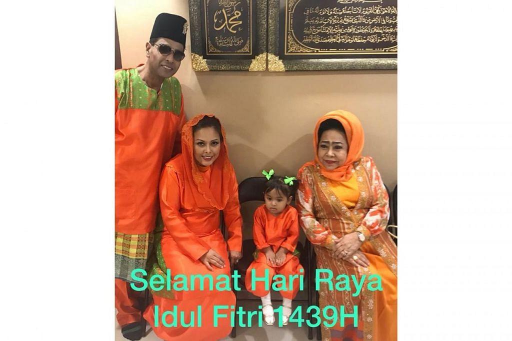 JINGGA DI HARI RAYA: Pengendali bazar di Wisma Geylang Serai, Encik Syah Ibrahim (gambar kanan), memilih pakaian warna jingga dan sedondon untuk keluarganya. - Foto FACEBOOK/SYAH IBRAHIM