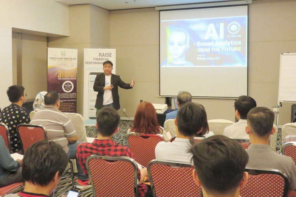 BUAT PERSEDIAAN: Encik Nazri menyampaikan ceramah pra-IPO yang pertama di Hotel Armada di Petaling Jaya, Selangor, Malaysia pada 7 Jun lalu. - Foto MYFINB