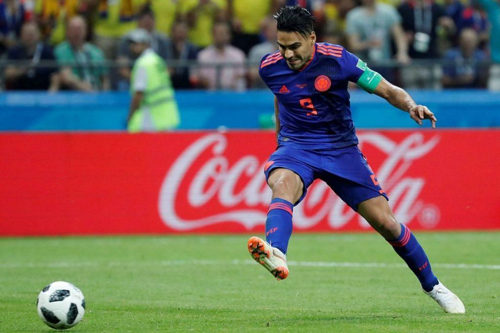 SENTUHAN MAGIS: Penyerang Colombia Radamel Falcao dengan tenang menjaringkan gol kedua bagi negaranya untuk mengatasi Poland. - Foto REUTERS