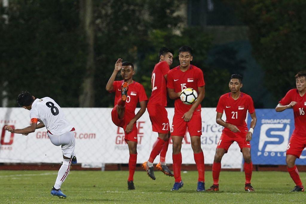 TEWAS: Myanmar mengalahkan Singapura 2-0 dalam perlawanan persahabatan bawah 23 di Stadium Bishan minggu lalu. Ukur tara yang ditetapkan SNOC memerlukan atlit yang dicalonkan Persatuan Sukan Kebangsaan (NSA) masing-masing menunjukkan keupayaan menewaskan lawan yang meraih tempat keenam teratas di Sukan Asia lalu. - Foto fail