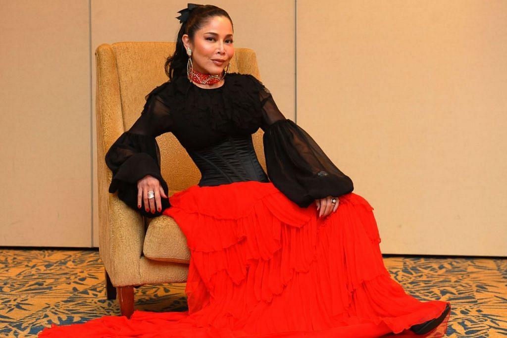 PENUH TANDA TANYA: Penyanyi popular Anita Sarawak menimbulkan keprihatinan peminat yang masih berteka-teki di mana beliau sekarang dan bagaimana keadaannya kini. - Foto fail