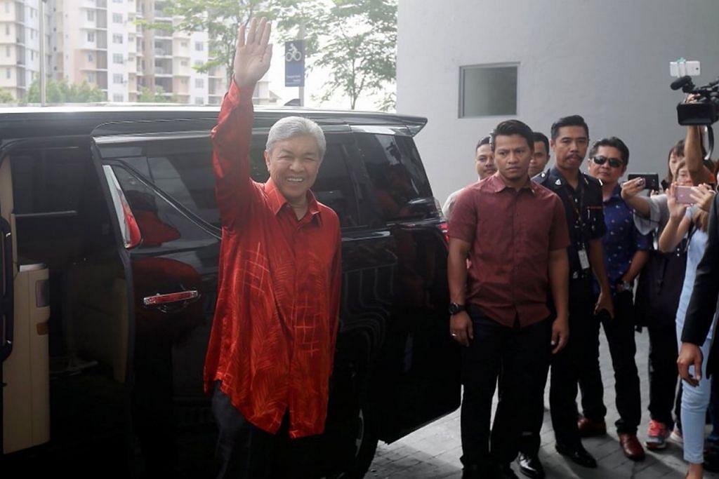 BERI KETERANGAN: Datuk Ahmad Zahid Hamidi tiba di Ibu Pejabat Suruhajaya Pencegahan Rasuah Malaysia (SPRM) untuk memberi keterangan berhubung skandal 1MDB dan Yayasan miliknya. - Foto NSTP