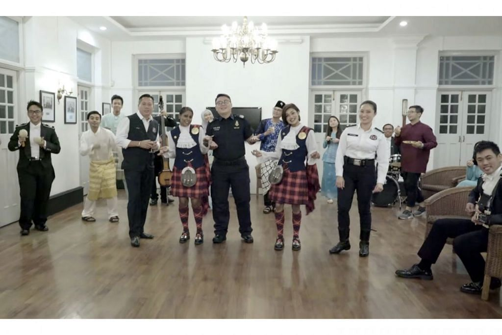 JADI TONTONAN RAMAI: Video pegawai Pasukan Polis Singapura (SPF) sempena Hari Raya Aidilfitri telah ditonton lebih 270,000 kali dan menarik perhatian ramai pengguna media sosial yang menyambut baik usaha itu dan meninggalkan komen positif. - Foto FACEBOOK SPF