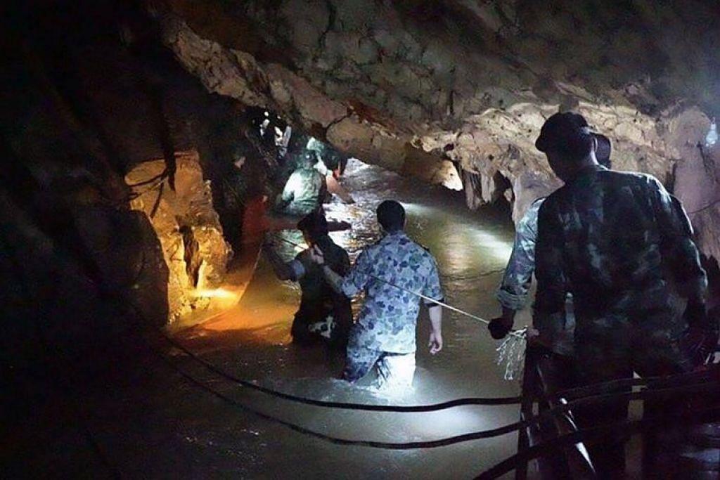 Thai cave rescue: Ex-Thai Navy Seal dies during operation