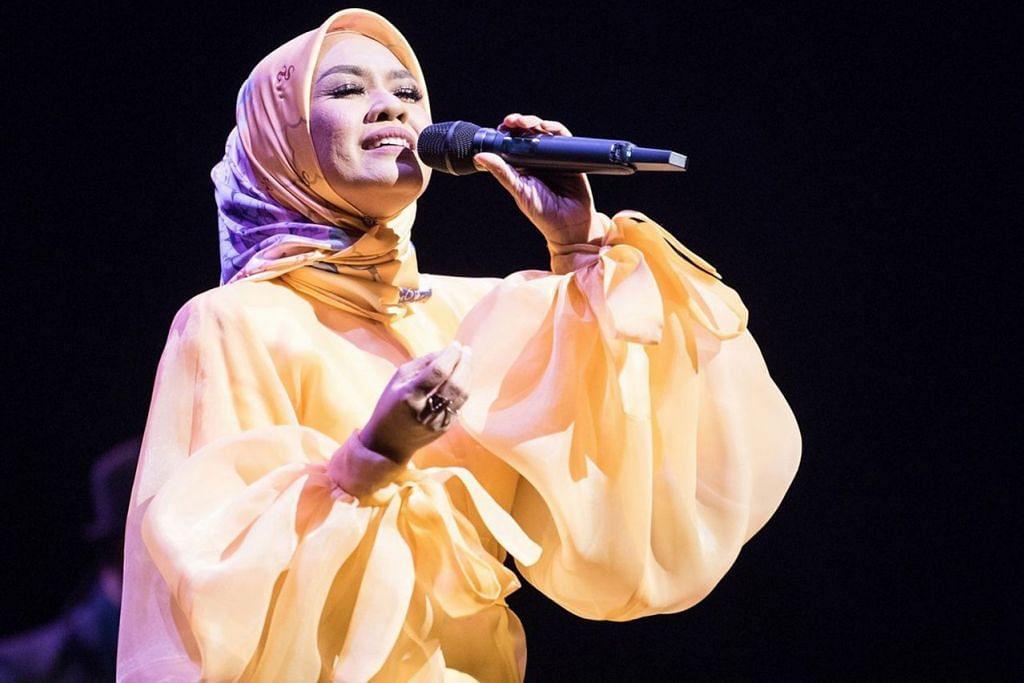 LIZA HANIM: Lagu pilu dan haru-birunya menyentuh jiwa. -  Foto-foto JACK YAM BUAT ESPLANADE