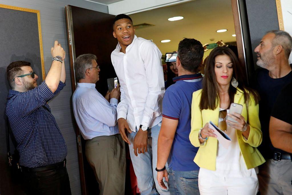 JADI DUTA: Bintang NBA Giannis Antetokounmpo kini duta pelancongan Greece yang berusaha menarik pelancong ke negara itu. - Foto AFP