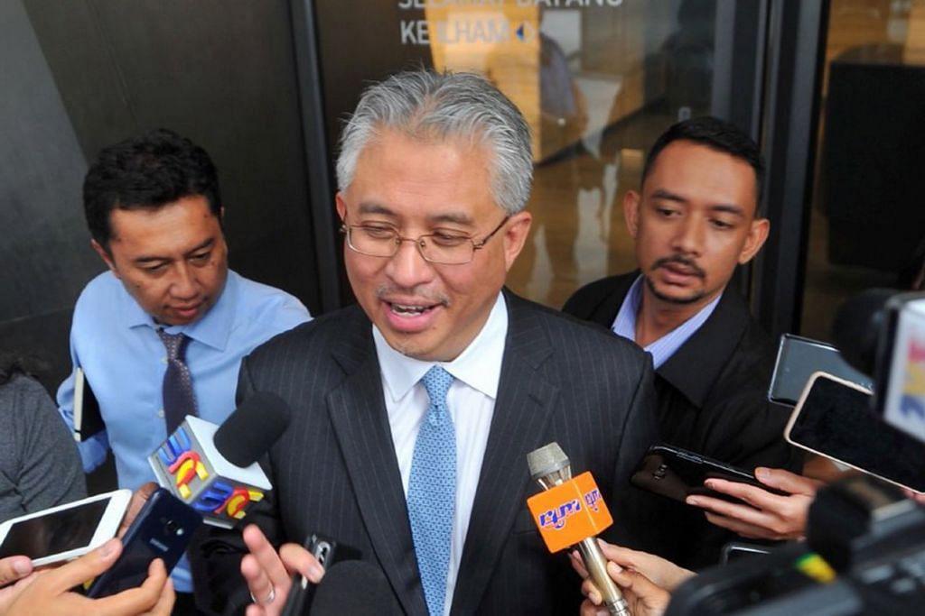 TAWAR LETAK JAWATAN: Pengarah Urusan, Tan Sri Azman Mokhtar, menawarkan diri untuk meletak jawatan daripada menduduki kerusi lembaga pengarah syarikat. - Foto NSTP