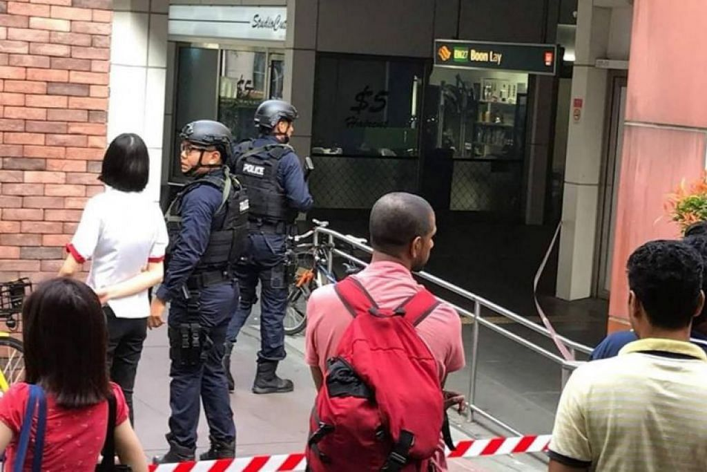 Man threatens to blow up pawnshop after failed robbery attempt outside Boon Lay MRT station