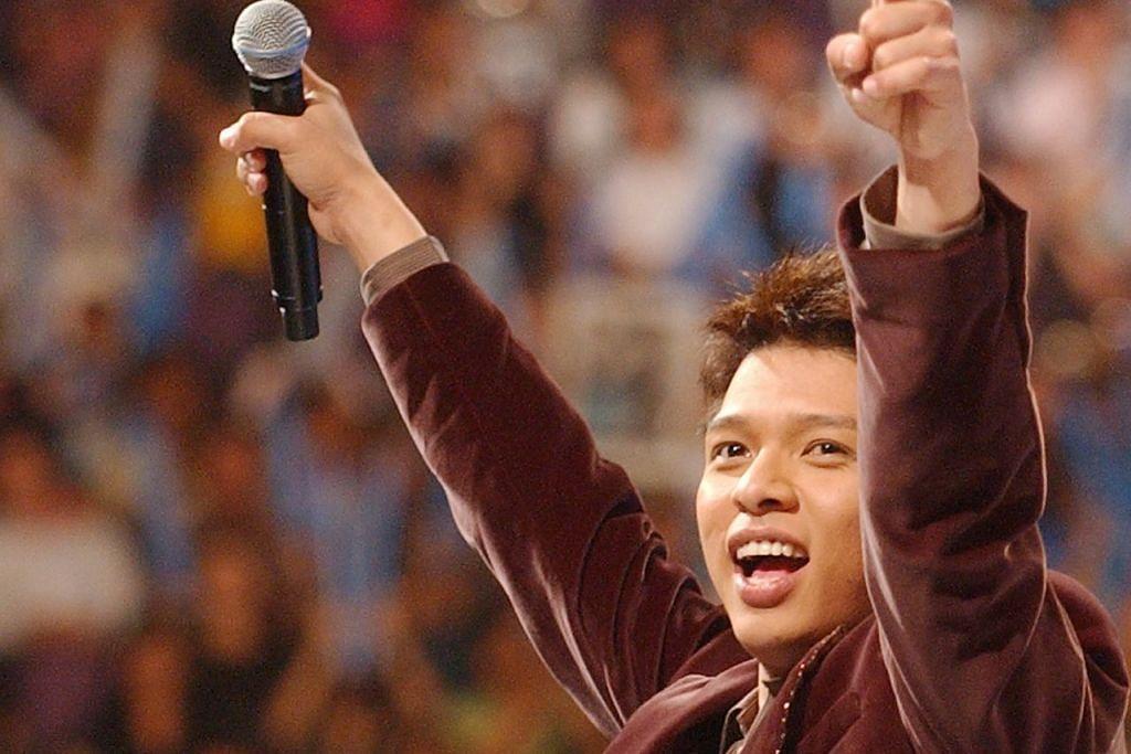 DIBERKAS: Hady meraikan kejayaan dinobatkan sebagai pemenang edisi kedua 'Singapore Idol' pada 2006 - peraduan adu suara yang mula menaikkan namanya sebagai selebriti. - Foto fail