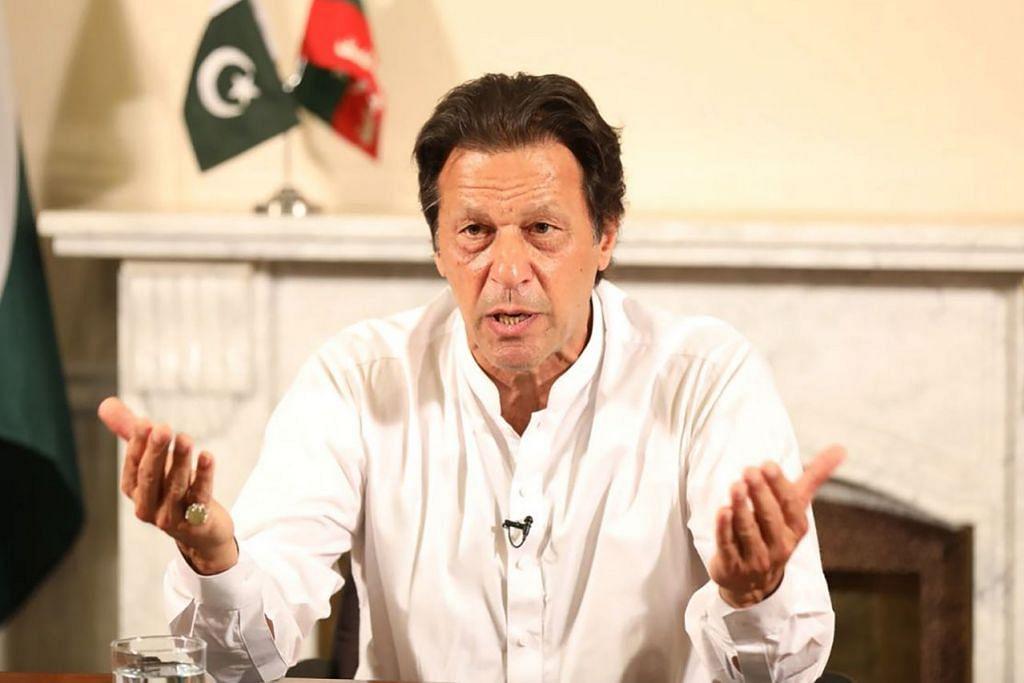 MAHU PULIHKAN HUBUNGAN: Perdana Menteri India, Encik Narendra Modi, menelefon Encik Imran Khan (gambar atas) kelmarin untuk mengucapkan tahniah kepada beliau di atas kemenangan partinya dalam pilihan raya umum Pakistan. - Foto AFP