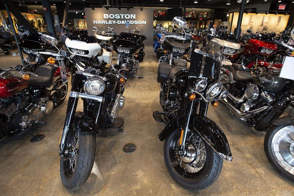 Tempias pertikaian dagang - BUAT PENYESUAIAN: Menyusuli ancaman perang dagang antara Amerika Syarikat (AS) dan Kesatuan Eropah (EU), pengeluar motosikal Harley-Davidson akan memindahkan pengeluaran motosikalnya bagi pasaran EU dari Amerika ke kilang antarabangsa lain bagi mengelak beban tarif. EU kenakan tarif ke atas motosikal buatan Amerika selepas negara itu mengenakan tarif ke atas EU - Foto EPA