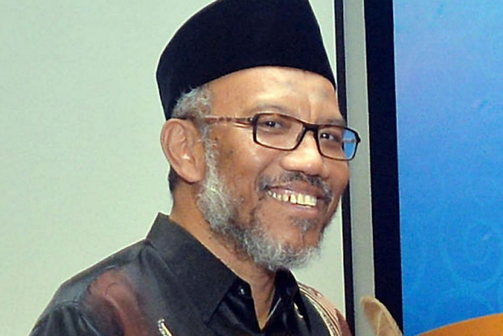 DR ALBAKRI AHMAD: Diberi Pingat Pentadbiran Awam (Perak).  - Foto fail