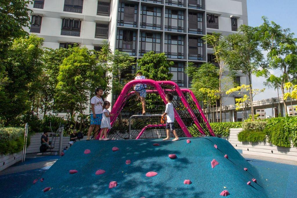 KEMUDAHAN UNTUK SEMUA: Selain kemudahan bagi warga emas, Kampung Admiralty juga menawarkan kemudahan bagi golongan muda misalnya taman permaian yang menarik ini.  - Foto BH oleh ZALEHA ABDUL KADER