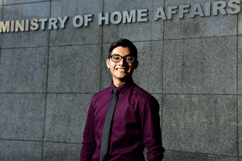 INGIN BERBAKTI: Encik Muhammad Syukri ingin berbakti dengan SCDF bagi membantu Singapura bersiap sedia menghadapi ancaman melibatkan bahan berbahaya. - Foto BH oleh DESMOND WEE