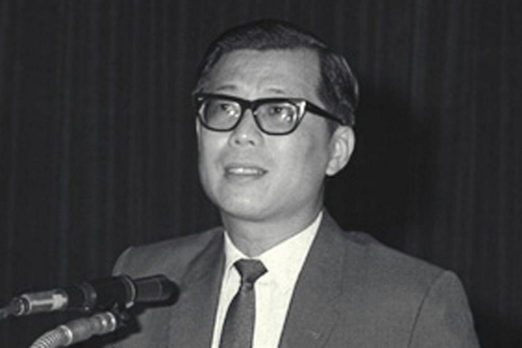 ENCIK ONG PANG BOON: Menteri Pendidikan semasa zaman pembangunan awal Singapura terlibat dalam usaha melakar Ikrar Negara. Foto diambil pada 1965. - Foto fail