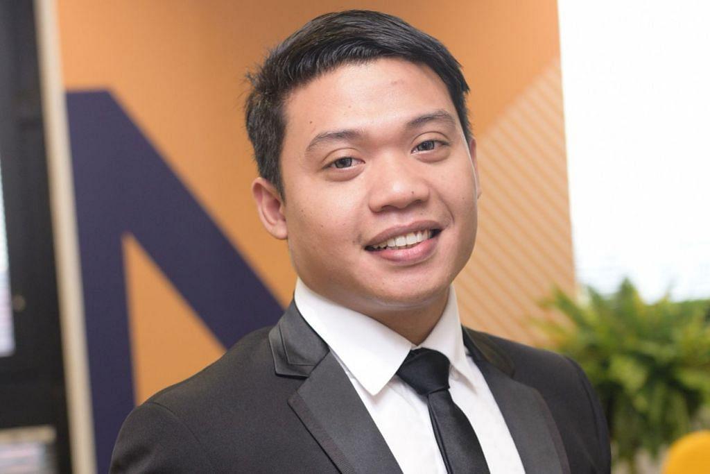 SEDIA HARUNGI CABARAN: Encik Salihin Ahmad sedia menghadapai cabaran belajar sambilan demi meraih ijazah sarjana muda.