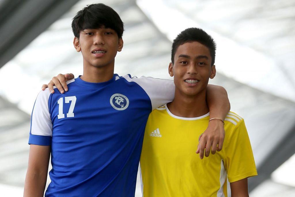 BERTEMU DI PADANG BOLA: Fikri Amin (kiri) dan Amir Hafiz tidak dapat membayangkan mereka akan bertemu sewaktu perlawanan akhir Bola Sepak Kebangsaan Bahagian A Lelaki 2018. - Foto BH oleh JONATHAN CHOO