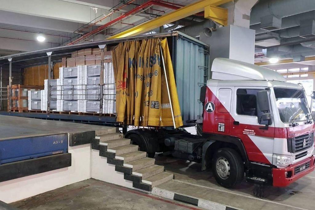 CUBA SELUDUP: ICA berkata barang dalam lori diisytiharkan sebagai alat hawa dingin tetapi sebenarnya membawa 4,000 kotak rokok. - Foto ICA