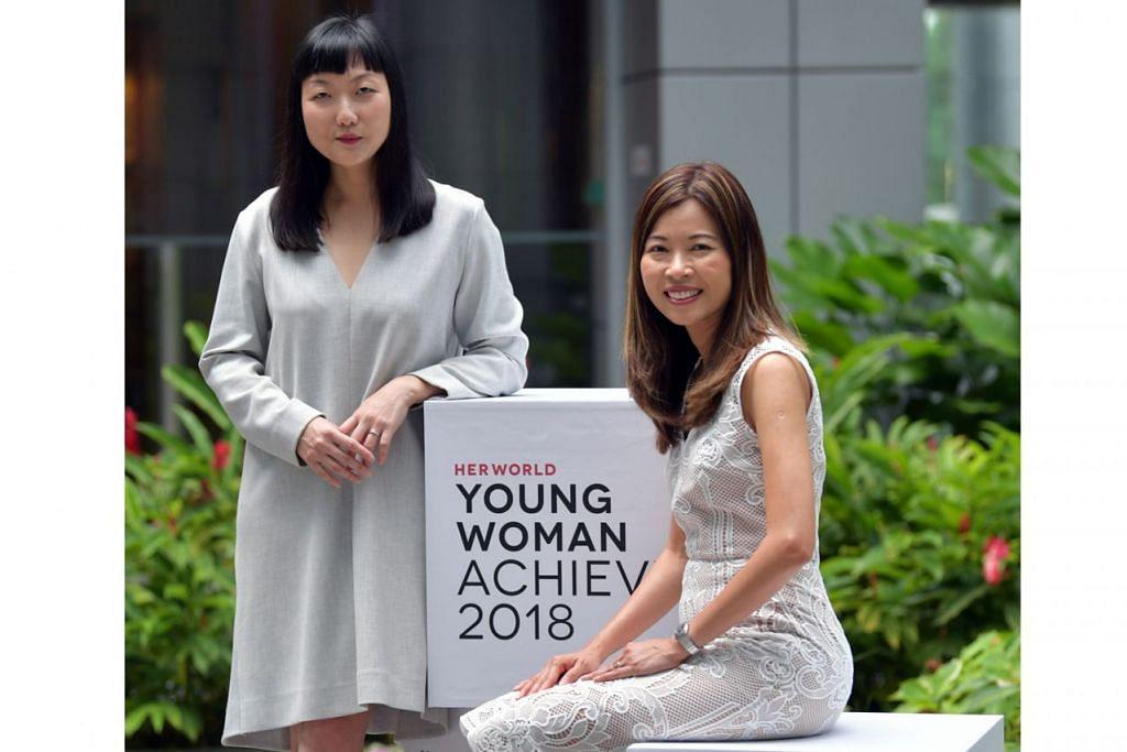 BERI INSPIRASI: Cik Olivia Lee (kiri) dan Cik Ng Ling Ling menerima anugerah Wanita Muda Cemerlang dan anugerah Wanita Tahun Ini daripada majalah Her World, semalam. - Foto BH oleh JOYCE FANG