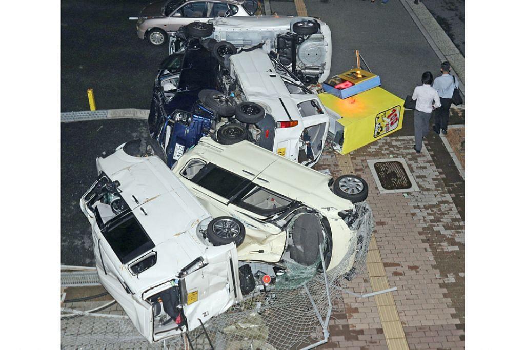 ANGIN KUAT: Kereta-kereta ini diterbalikkan oleh angin kuat ekoran taufan Jebi yang melanda Osaka semalam. - Foto EPA