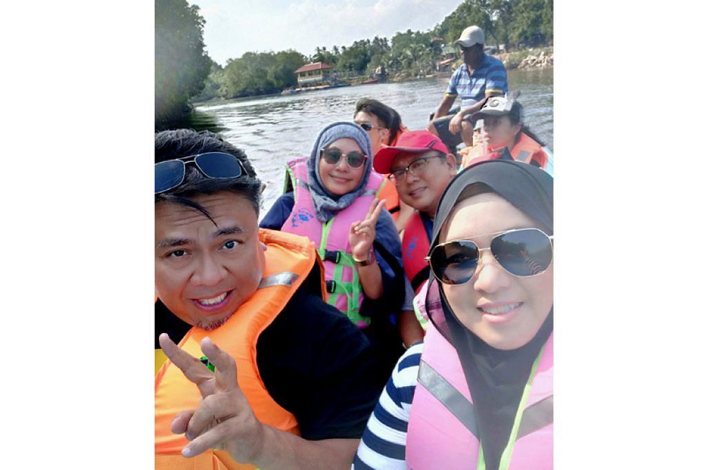 SERONOK: Meredah sungai dengan sampan melalui hutan bakau untuk melihat kehidupan semula jadi. Sungai ini juga merupakan sebahagian lokasi filem Munafik 2. – Foto BM oleh HANIM MOHD SALEH