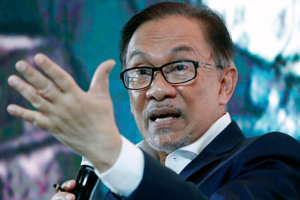SUDAH DIPUTUSKAN: Datuk Anwar Ibrahim, bakal presiden Parti Keadilan Rakyat (PKR), akan bertanding di kawasan undi di Negeri Sembilan dalam satu pilihan raya kecil. - Foto EPA-EFE